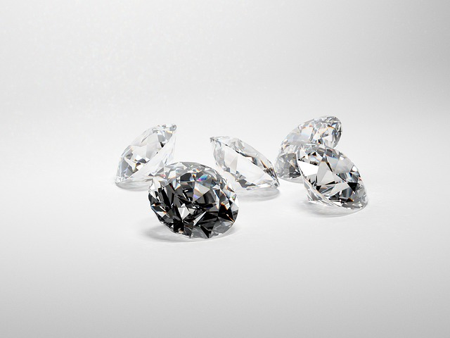 יהלומים לחגים: למה עכשיו זה זמן טוב לקנות אותם?