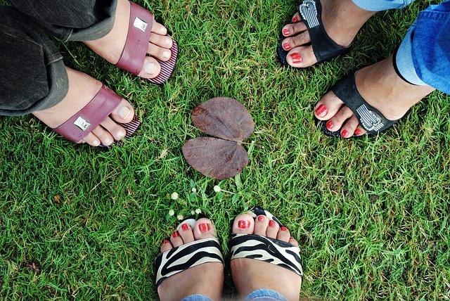 נעליים לנשים – כיצד לקנות נעליים לבת זוג?